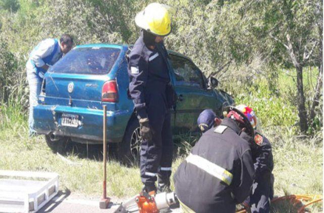 Tres hombres murieron al volcar en una zanja cubierta de agua