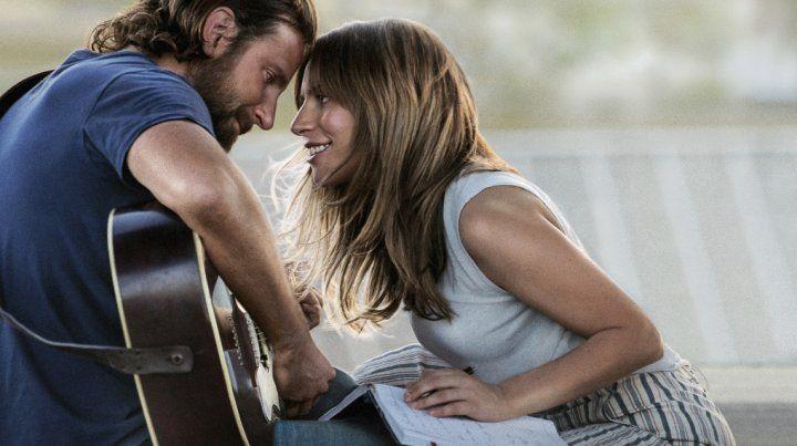 Nace una estrella. Bradley Cooper y Lady Gaga: cinco nominaciones.