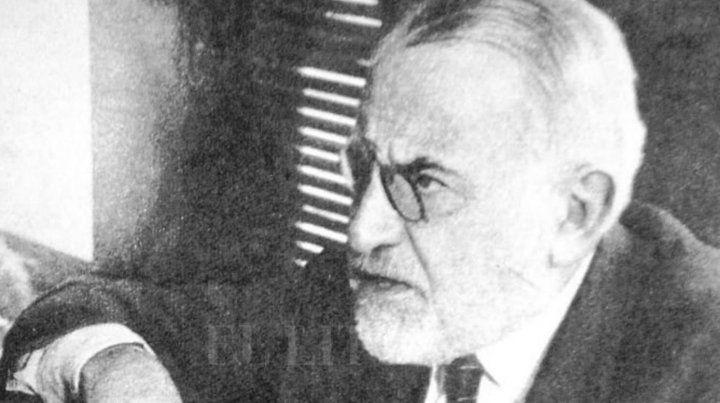 De la Torre nació en Rosario en 1868. Se vinculó a la Unión Cívica de Leandro N. Alem y luego formó en Santa Fe la Liga del Sur.