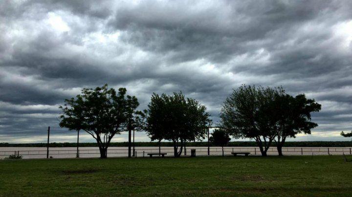 Se espera un lunes con cielo nublado y probables lluvias por la mañana