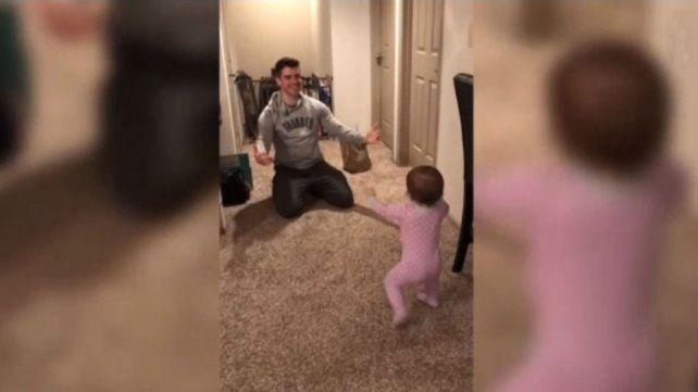 Un bebé dejó en ridículo a su padre y el video se volvió viral