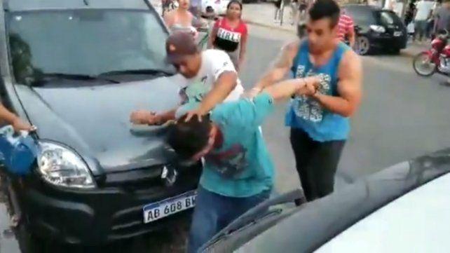 Vecinos atraparon a un ladrón en el centro comercial a cielo abierto de Empalme Graneros