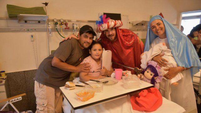 Los Reyes Magos repartieron juguetes y alegría a los nenes internados en el Vilela
