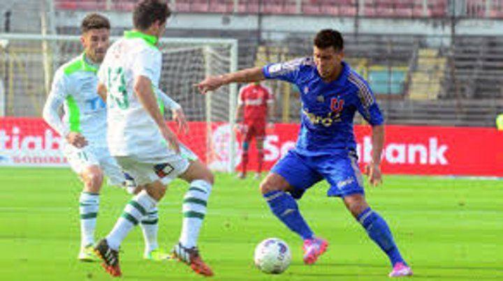 Marca y buen pie. Gonzalo Espinoza debe definir si sigue en la U o se suma al equipo del Parque.