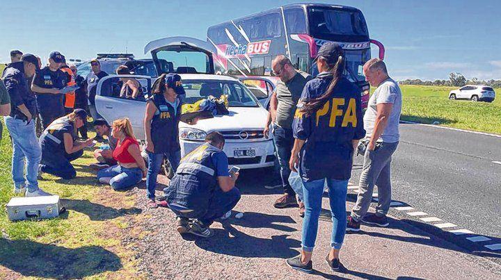 Tres personas fueron detenidas con cocaína en la ruta 9. La posterior requisa en Piñero resultó negativa.