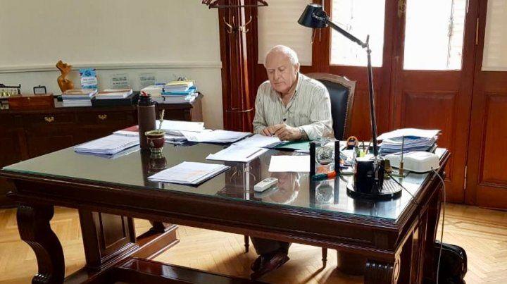 Lifschitz no se tomó vacaciones y se diferenció del presidente Macri