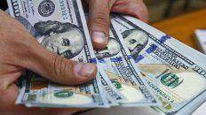 Leve baja del dólar y de la tasa de referencia