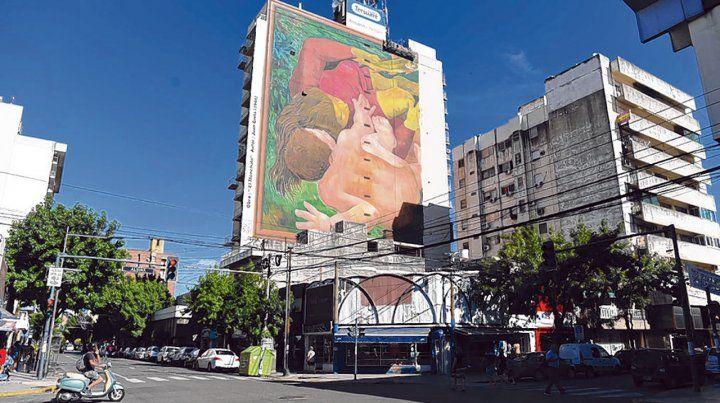 Mendoza al 3800. La obra de Grela ya se está terminando de pintar en un edificio de Echesortu.