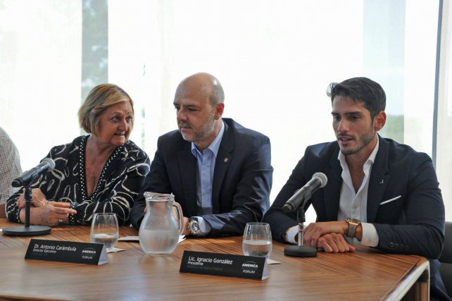 La ministra de Turismo Liliam Kechichián;el director Ejecutivo de Uruguay XXI