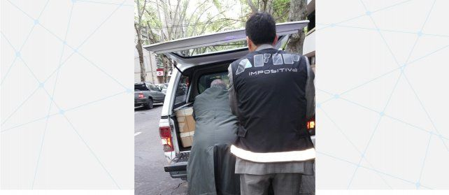 Detuvieron a un corredor de autos por evadir 800 millones de pesos con facturas truchas