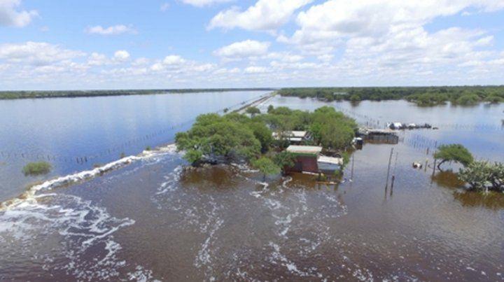 Pérdidas. Grandes extensiones quedaron bajo agua y algunas viviendas se vieron afectadas.