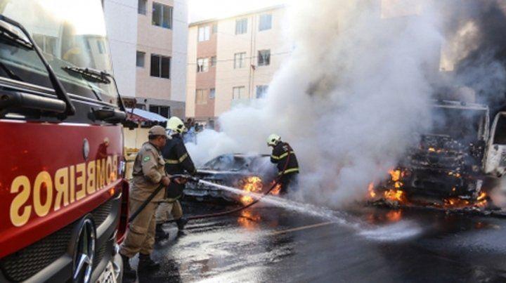 Ola de ataques. Varios vehículos fueron incendiados en Fortaleza.