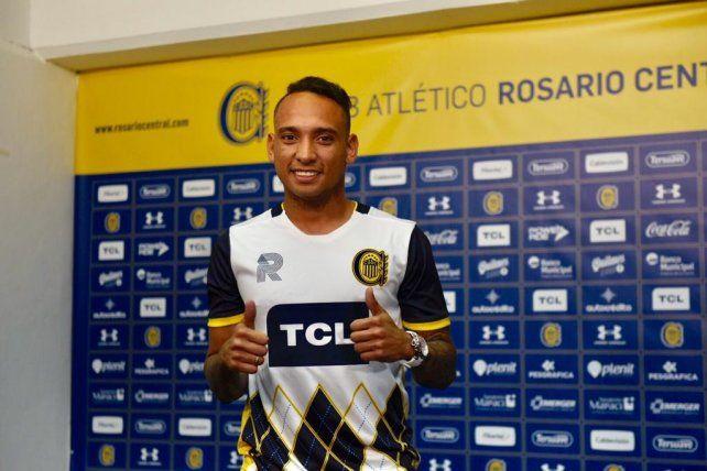 El colombiano fue presentado esta noche en sociedad y manifestó su felicidad por llegar al club.