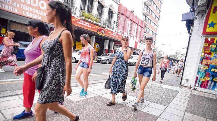 La calle San Luis es uno de los centros comerciales más activos de la ciudad. Ahora está en crisis.