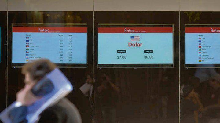 Cambio. El dólar registró ayer su primer aumento del año.