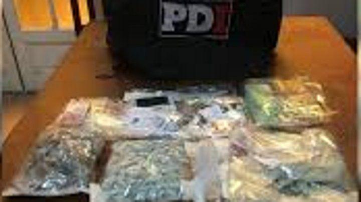 Una brigada antinarcóticos de la PDI que patrullaba en Avellaneda y Amenábar realizó las detenciones.