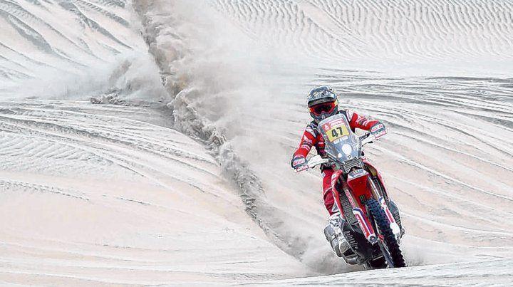 Con sello celeste y blanco. El piloto salteño Kevin Benavides (Honda) quedó en el segundo lugar en la general en motos.