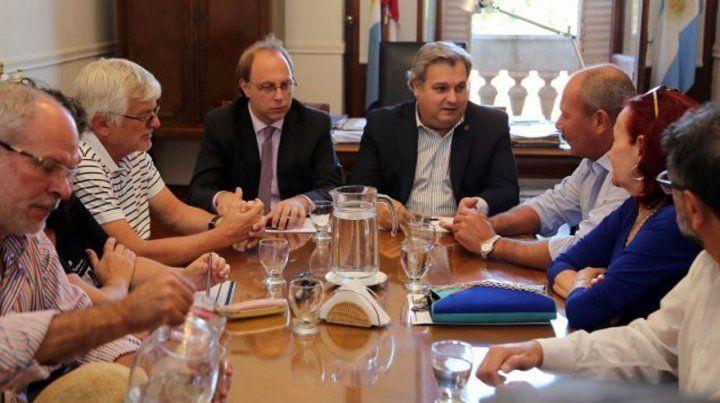 El ministro Farías aseguró que se van a sentar a discutir paritarias cuanto antes