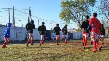 tiro suizo: primero un club del sur rosarino, despues un barrio