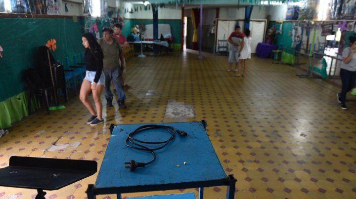 Los integrantes de la escuela de danzas mostraron su indignación porque se llevaron todo lo que habían conseguido a pulmón.