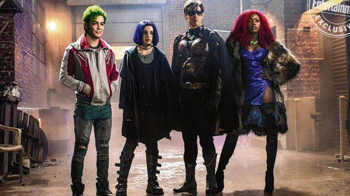 Equipo. Robin (centro) con Beast Boy