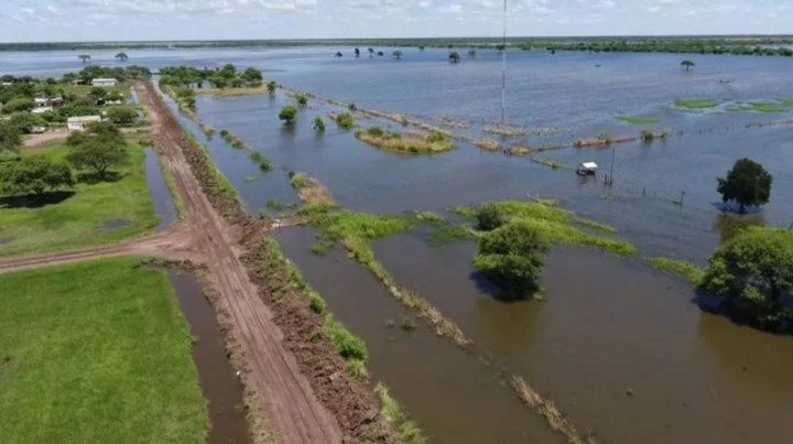 Desde el aire. Vastas zonas de campo están bajo agua. Ahora son prioritarias las zonas urbanas.