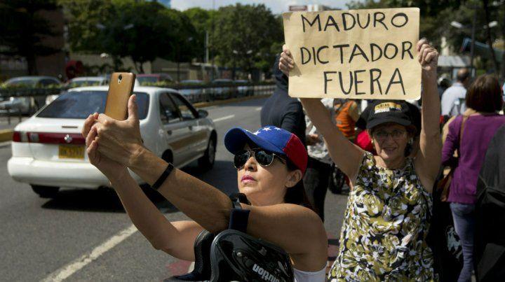 La oposición a Maduro realizó un cabildo abierto ante la sede de las Naciones Unidas en Caracas.