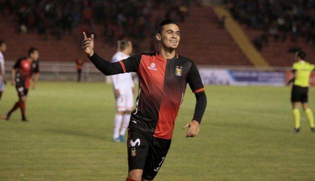 Biancucchi firmó ayer el contrato que lo une a Newells por una temporada.