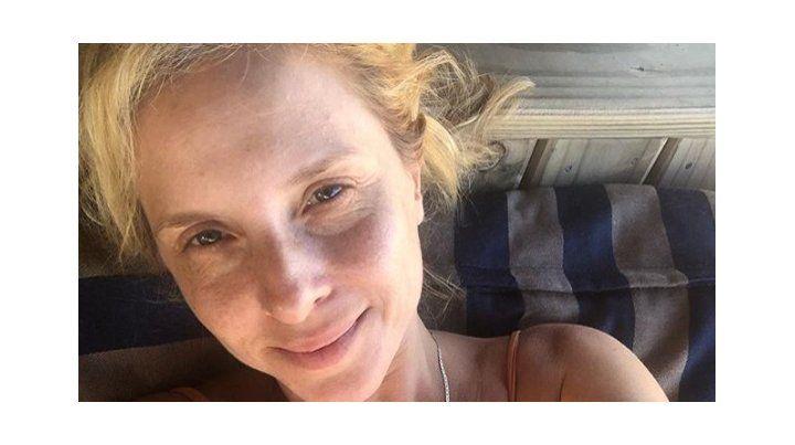 Carla Peterson y una selfie totalmente al natural junto al mar