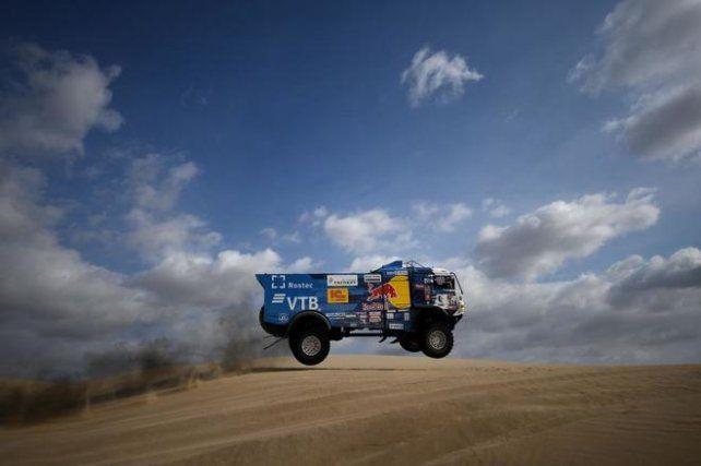 Expulsan a piloto del Dakar por no asistir a un espectador al que atropelló