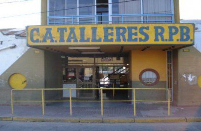 Atlético Talleres Rosario Puerto Belgrano tiene 2 mil socios y cumple una importante función social.