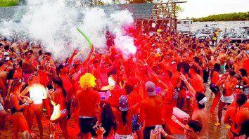 Una fiesta electrónica tiene una concurrencia de hasta 1500 personas.