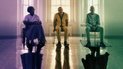 Samuel L. Jackson, James McAvoy y Bruce Willis son tres extraños superhéroes atrapados en un psiquiátrico.