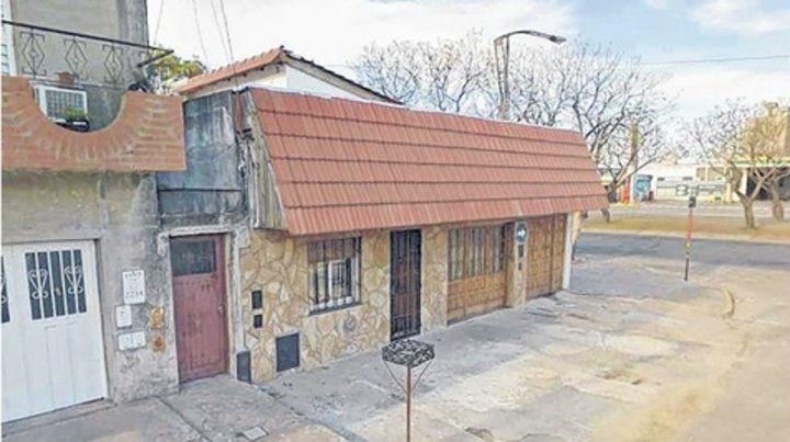 Oroño y Savio. Esta casa fue usurpada y tres personas baleadas allí.