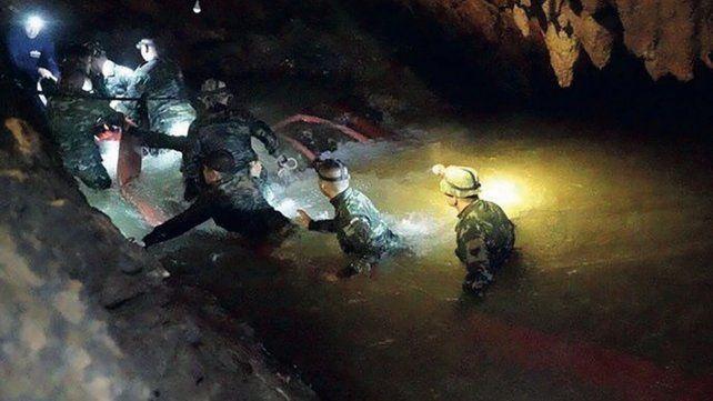 La sorprendente historia de cómo rescataron realmente a los niños de la cueva en Tailandia