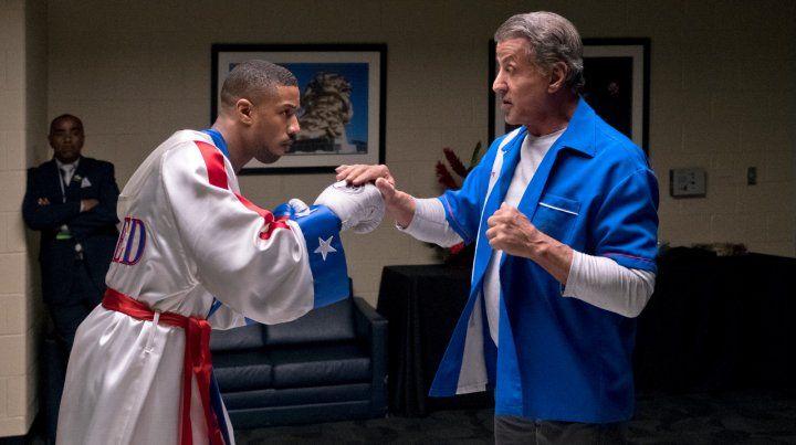 El alumno y el maestro. Adonis Creed y Rocky Balboa. El joven boxeador se prepara para un duro desafío: pelear contra el hijo del temible Ivan Drago.
