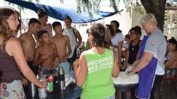 Cocina. Además de actividades relacionadas con el Paraná, se dictan desde clases culinarias hasta de cerámica o talleres de periodismo.