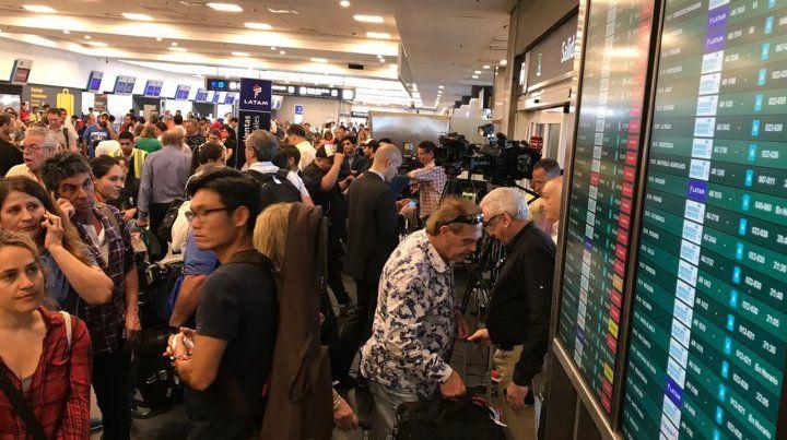 Los pilotos de las aerolíneas inician un paro pese a que Trabajo dictó la conciliación
