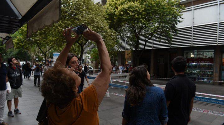 Preocupación ante el peligro de derrumbe de una medianera en la peatonal Córdoba