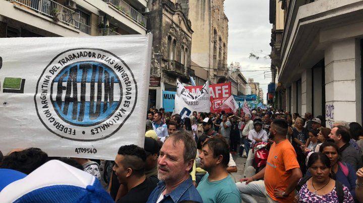 Los manifestantes se concentraron en la intersección de Rioja y Sarmiento.