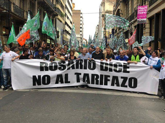 La marcha recorrió las principales calles del centro rosarino para desembocar en la plaza San Martín.