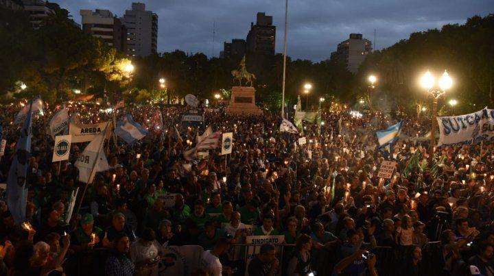 Rosario se volcó a las calles en un claro repudio de los tarifazos y los ajustes