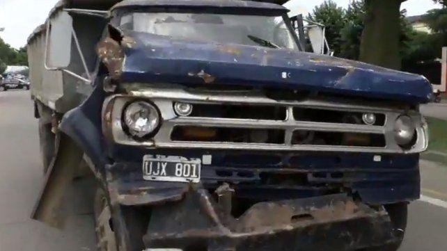 Un camión sin frenos chocó seis autos y un colectivo de la 128