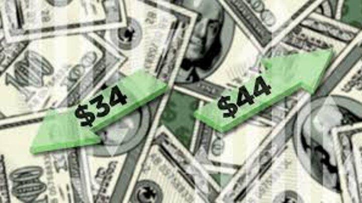 El dólar subió ayer pero dentro de la banda