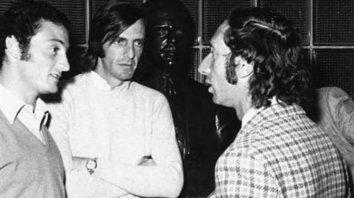 Tomate Pena es el ocasional testigo del encuentro entre César Luis Menotti y Carlos Bilardo, en la AFA durante el cierre del libro de pases en 1973.