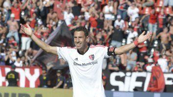 La Fiera grita un gol con la camiseta de Newells en el Coloso Marcelo Bielsa.