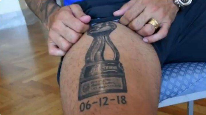 Germán Herrera mostró el tatuaje que se hizo en la pierna por la Copa Argentina