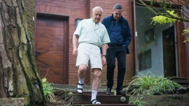 look especial. Lavagna recibió a Pichetto en sandalias y medias y fue la comidilla en las redes sociales.