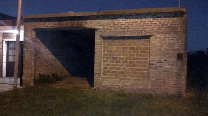 el lugar. La casa en construcción donde estuvo la joven y donde asegura que fue violada.