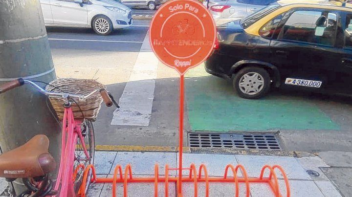 Señal de desembarco. A metros de una estación de bicis públicas Mi Bici Tu Bici